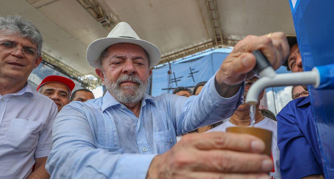 Ex-presidente Lula durante ato na Paraíba