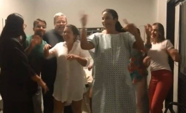 Ivete Sangalo publicou vídeo na maternidade