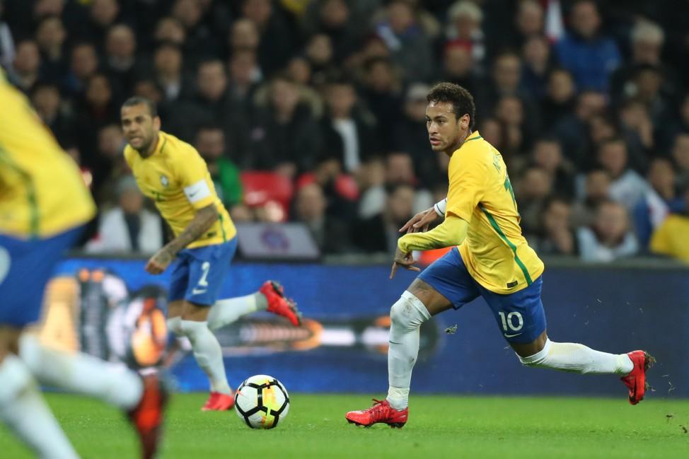 Neymar com a camisa do clube catalão