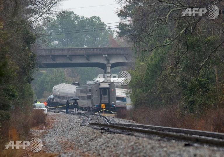 Trem de passageiros viajava de Nova York para Miami,  quando se chocou contra um trem de carga