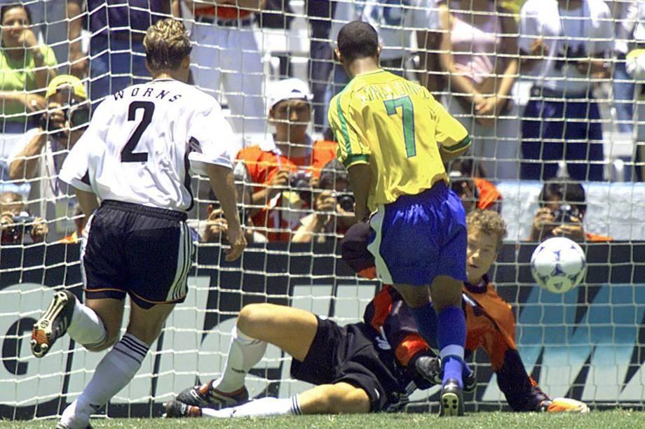 Brasil x Alemanha na Copa das Confederações de 1999, quando a canarinha ganhou por 4x0