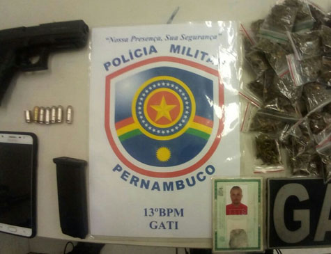 Arma e drogas apreendidas na Iputinga