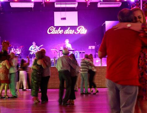 Espaço promove bailes e shows nas sexta-feiras, sábados, domingos e segundas-feiras, e comporta até 1,5 mil pessoas