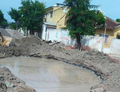 Obras em Campo Grande danificaram tubulação da Compesa