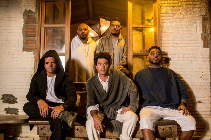A banda finalmente traz ao público o seu primeiro single nesta nova fase da carreira