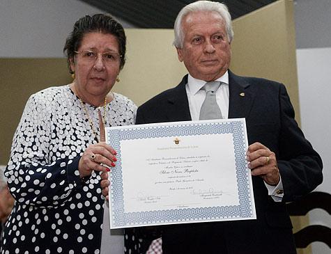 Sílvio Neves Baptista ao lado de Margarida Cantarelli