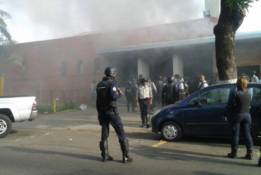 Incêndio após rebelião em prisão de Carabobo, na Venezuela