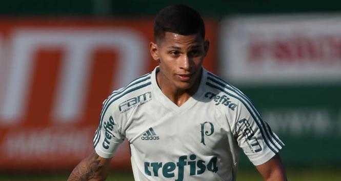 Lateral-direito Maílton tem 19 anos e foi formado no Palmeiras