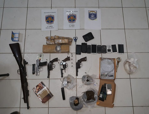Armas e drogas apreendidas com suspeitos em Paulista