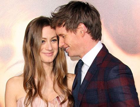 Hannah Bagshawe e Eddie Redmayne agora também são pais de Luke Richard
