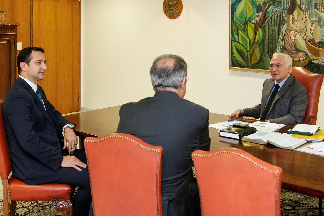 Novo diretor da PF, Rogério Galloro, em reunião com o ministro Jungmann e o presidente Temer