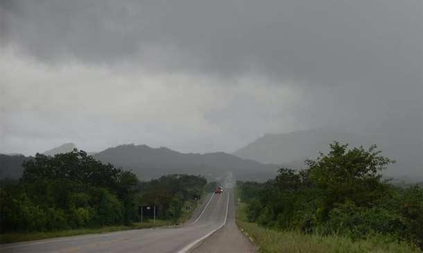 Trecho entre Parnamirim e Salgueiro da BR-232 com clima fechado e muita chuva
