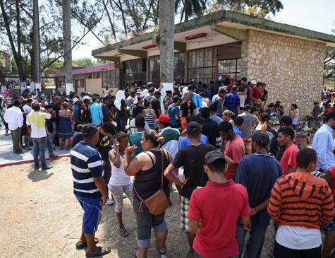 Imigrantes na fronteira dos EUA com o México