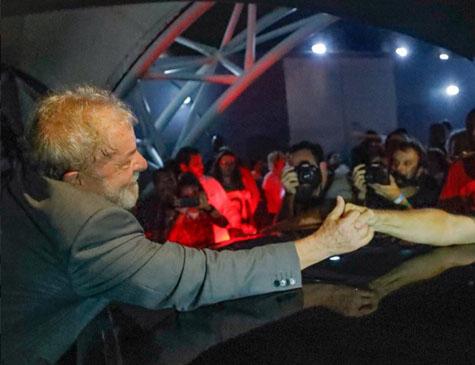 Lula em ato no Circo Voador, no Rio de Janeiro