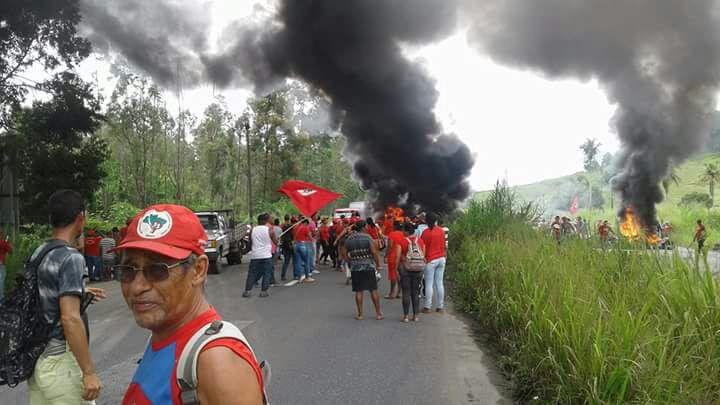 MST bloqueia rodovias em protesto contra prisão do ex-presidente Lula