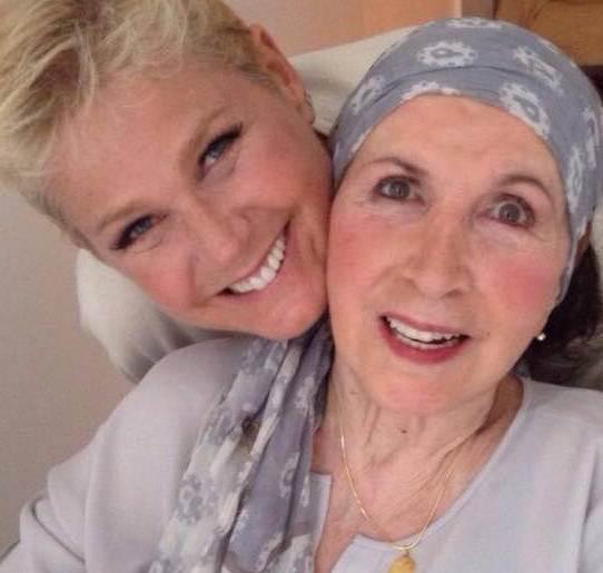 Xuxa era muito ligada a mãe, que sempre esteve presente em momentos importantes da sua vida