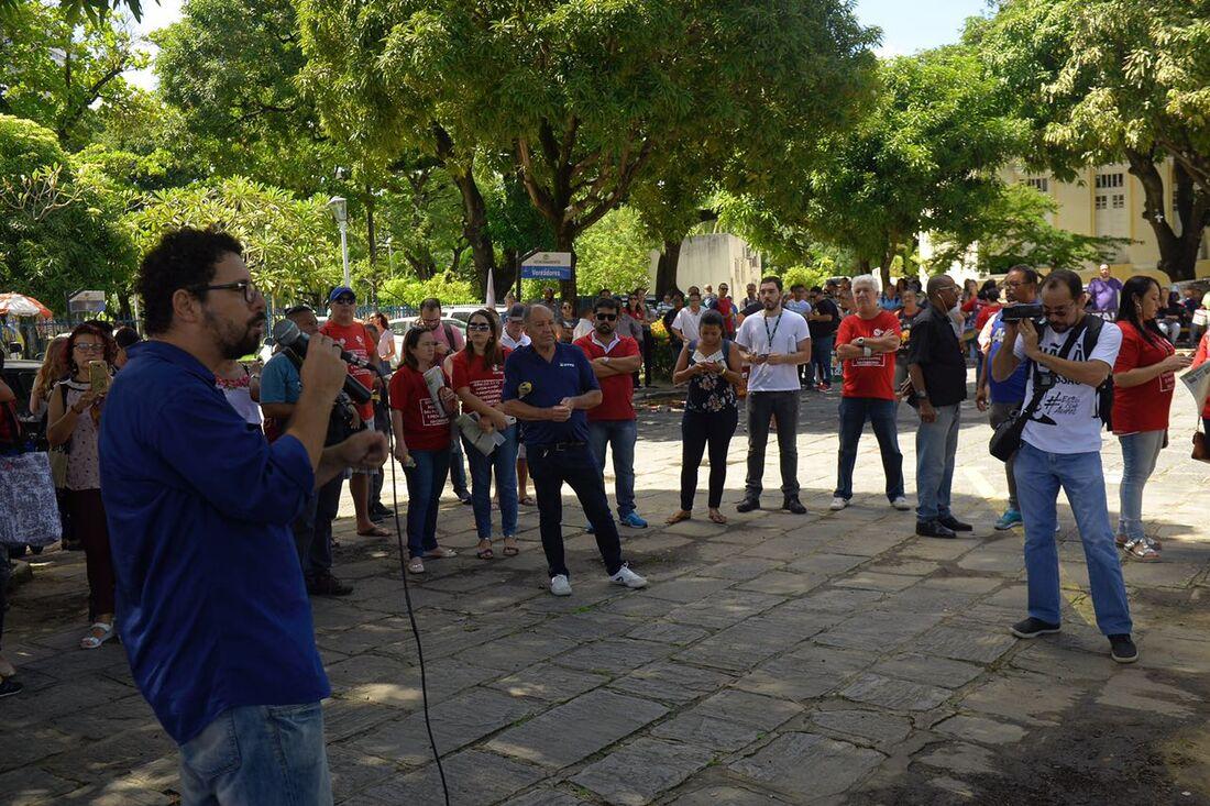 Servidores municipais do Recife iniciam greve