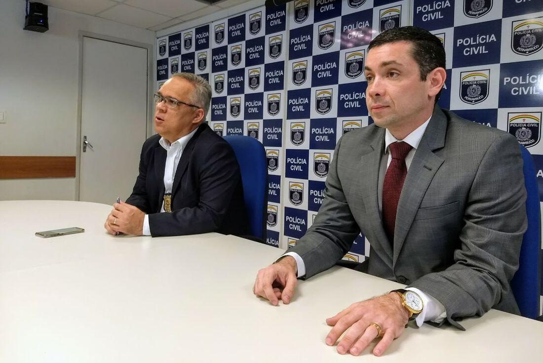 Delegado Sérgio Ricardo (esquerda) e delegado Carlos Couto (direita)