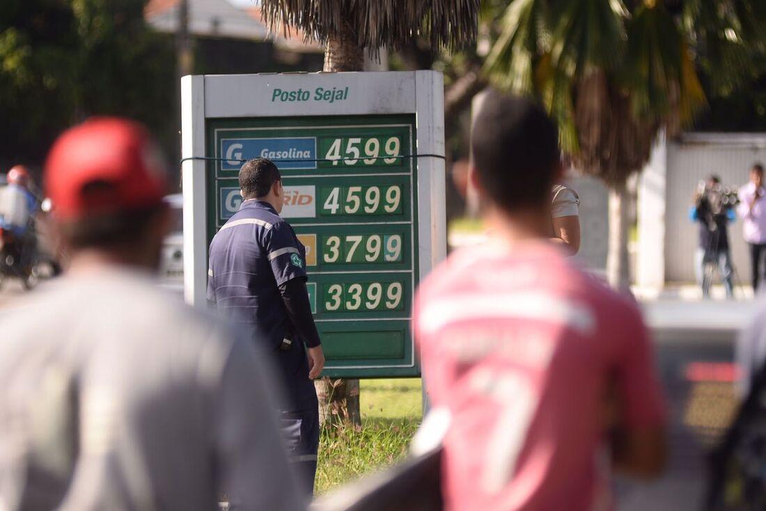 Postos não poderão vender gasolina por mais de R$ 4,60