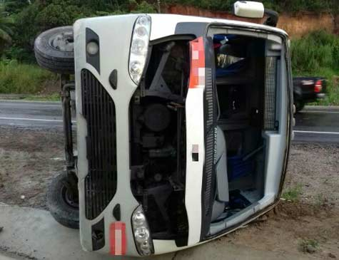 Sete pessoas que estavam no ônibus morreram