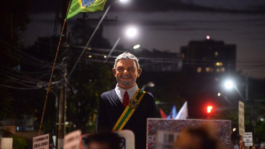 Ato teve boneco de Lula