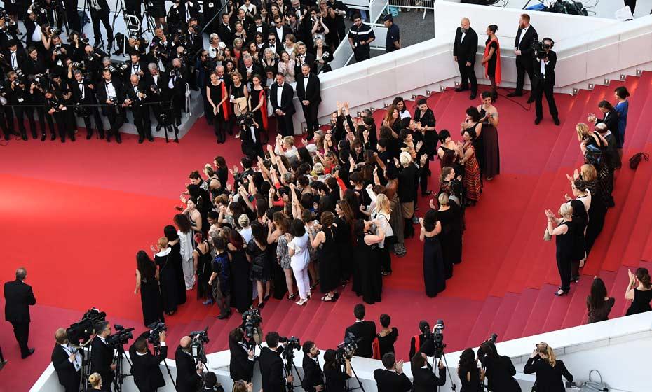 Diretoras, atrizes e produtoras ouvem discurso da atriz Cate Blanchett sobre a falta de mulheres no festival
