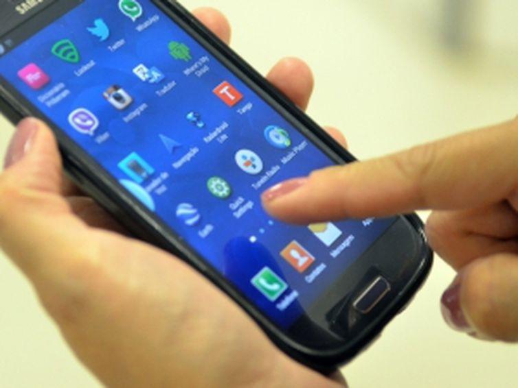 Pesquisa da Febraban apontou um crescimento de 70% nas transações financeiras por aplicativos de celular