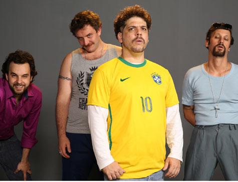 Maurílio dos Anjos (Raul Chequer), Julinho da van (Leandro Ramos), Rogerinho do Ingá (Caito Mainier) e Renan (Daniel Furlan) compõem a equipe do programa