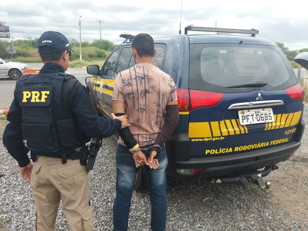 Colombiano detido por embriaguez ao volante no Sertão