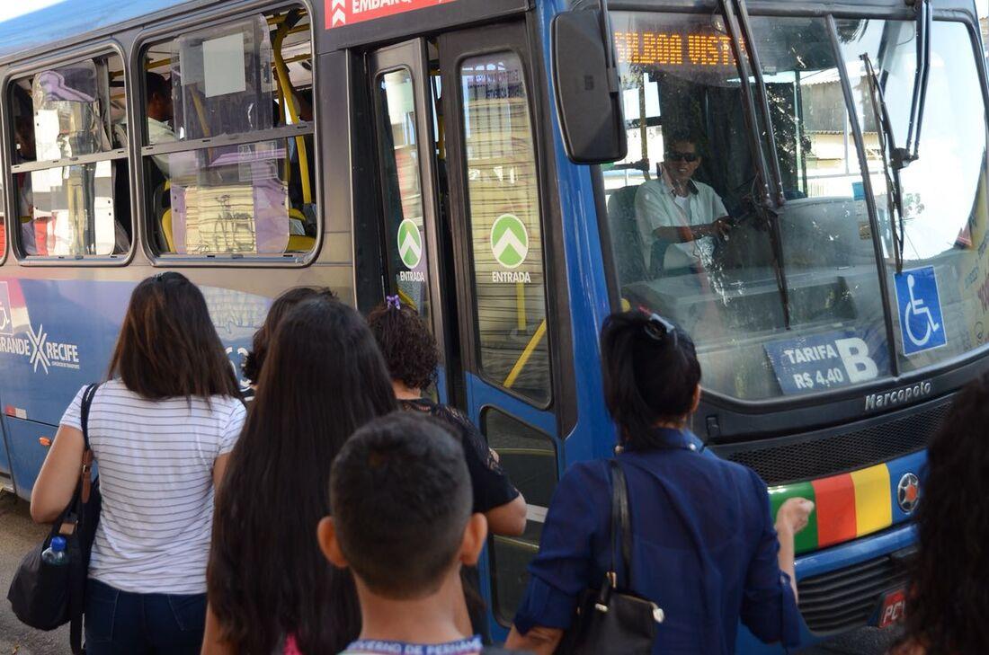 A alta dos combustíveis causou demora na espera por ônibus