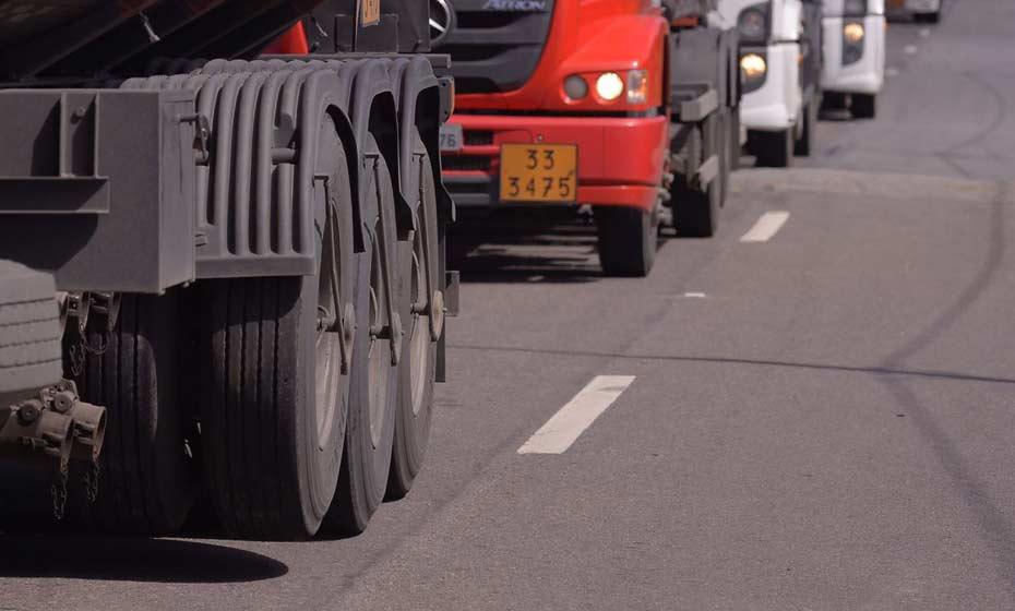 Os transportes, serviços auxiliares aos transportes e correio caíram 1,3%