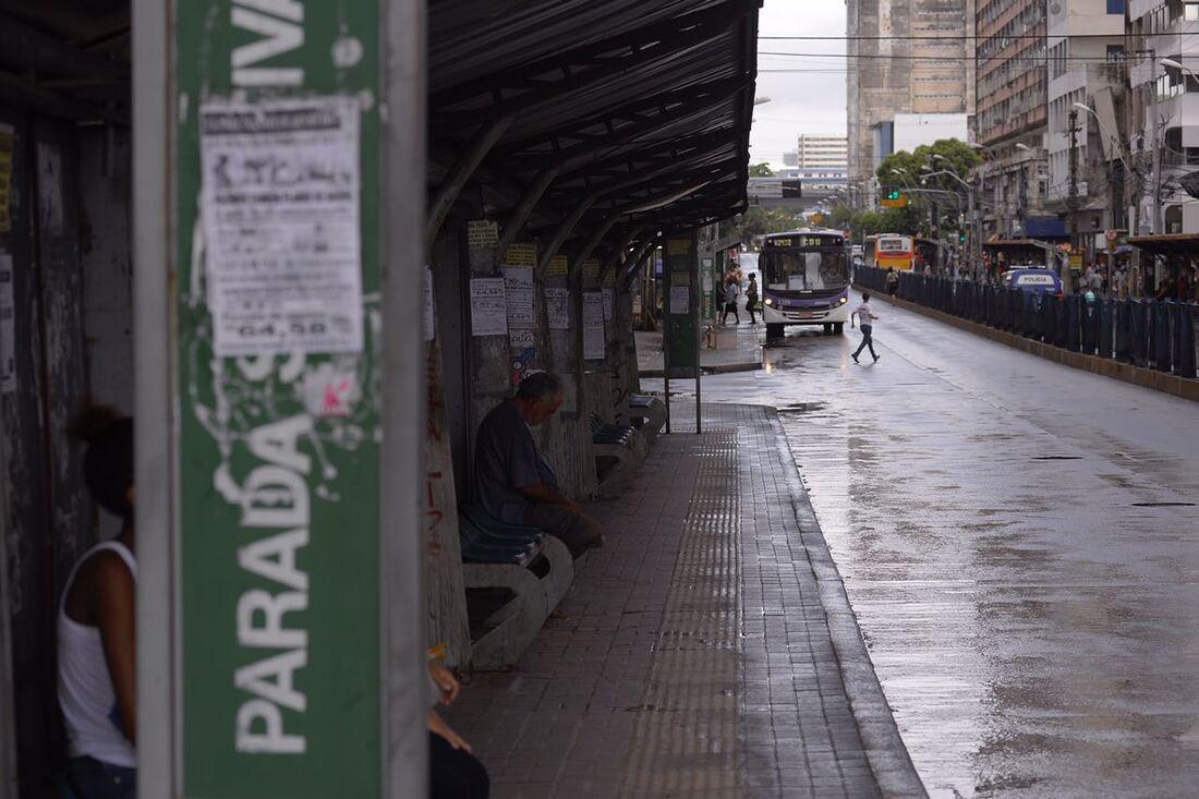 Ônibus na avenida Conde da Boa Vista