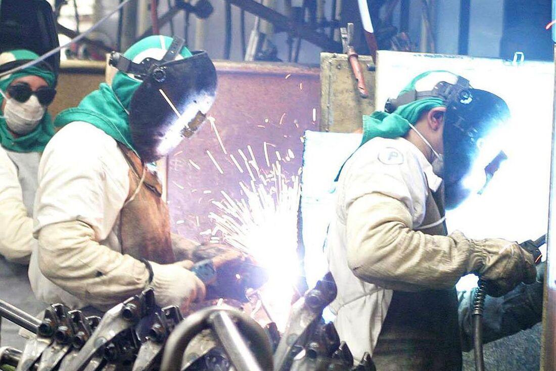 A produção industrial registrou maiores quedas em Goiás, Paraná, São Paulo e Minas Gerais