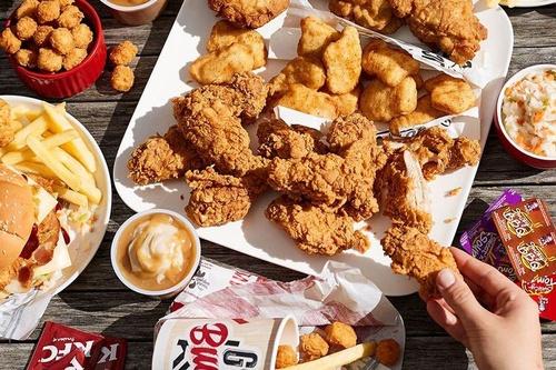 Os frangos fritos e empanados são carros-chefes da marca