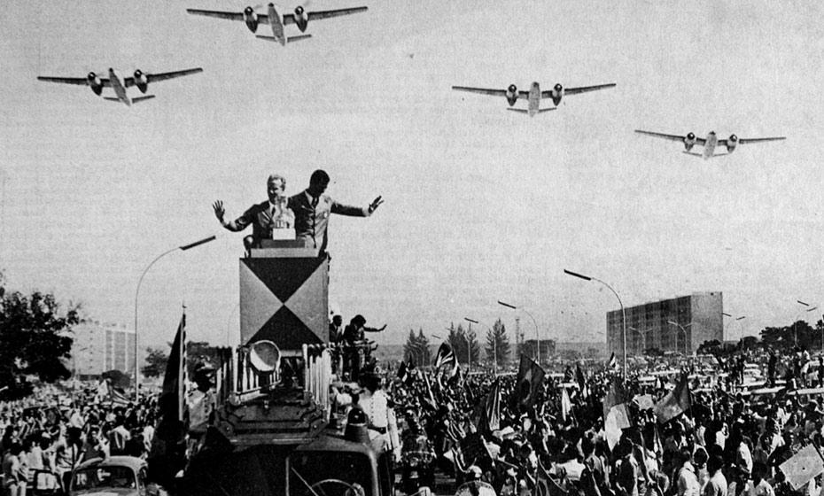 Copa do Mundo do México, 1970: milhares recebem a Seleção Brasileira tricampeã, no eixo rodoviário de Brasília