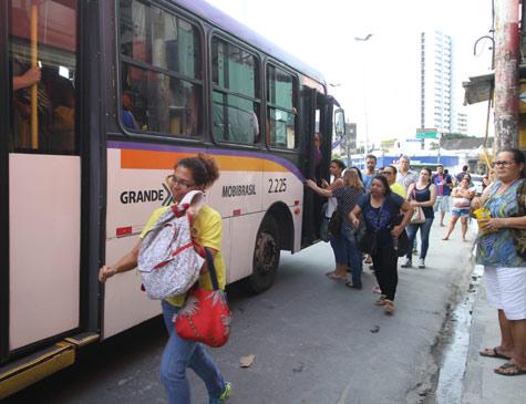 Linhas de ônibus que circulam no Largo da Encruzilhada sofrem alteração