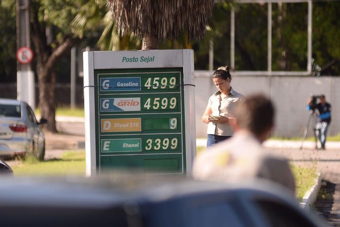 Postos de combustíveis remarcam os preços