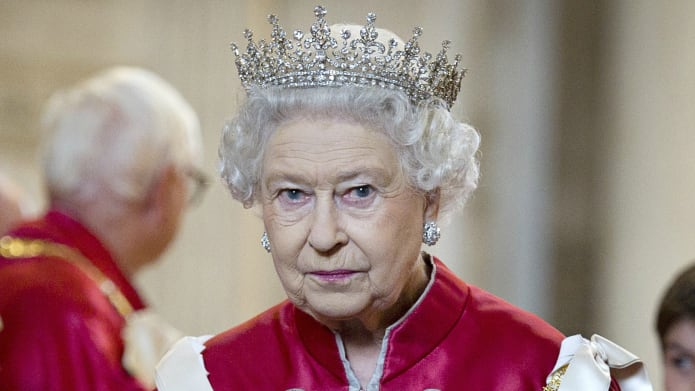 A Rainha Elizabeth II quer controlar a situação com o pai de Meghan Markle