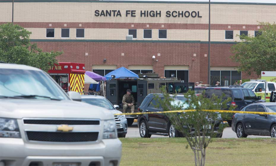 Escola em Santa Fé (EUA) foi alvo de atirador