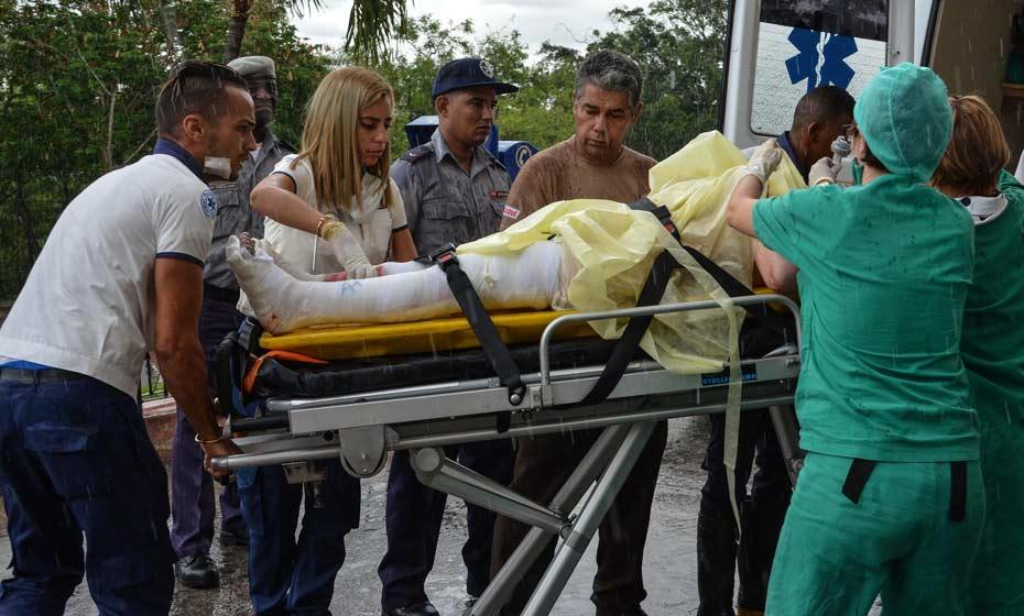 Atendimento a vítimas do acidente em Cuba