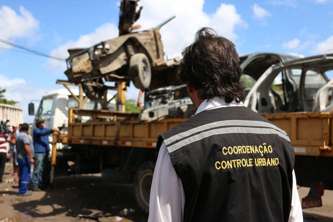 Mutirão de retirada de veículos irregulares em Olinda