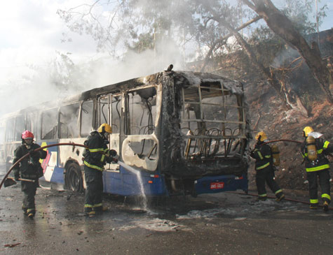 Ônibus incendiado em Minas Gerais