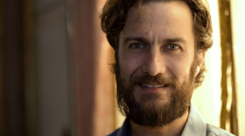Gabriel Braga Nunes será o primeiro marido de Hebe Camargo no filme