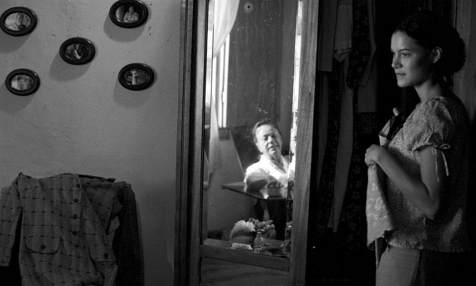 Hermila Guedes no filme 'O pedido', de Adelina Pontual