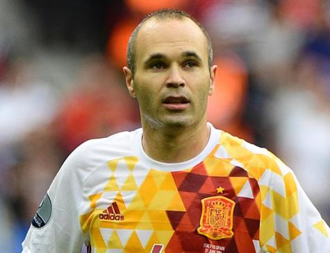 Iniesta, meio-campo da seleção espanhola