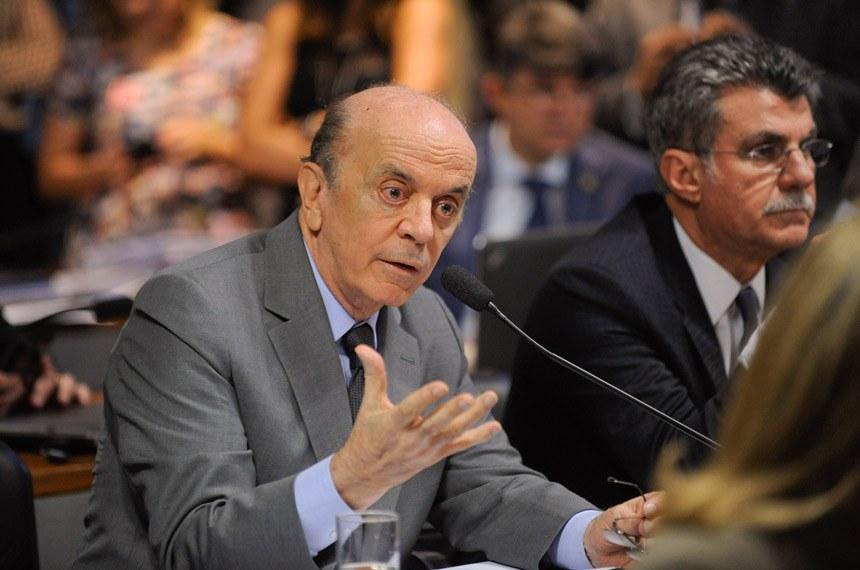 O senador José Serra é o autor da PEC 11/2018