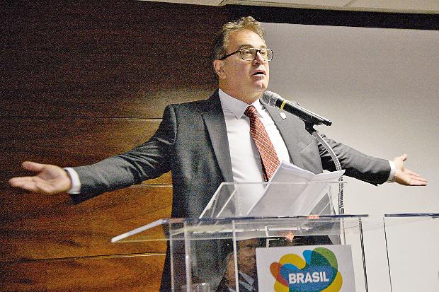 """Ministro do Turismo Vinicius Lemmmertz disse que o """"barulho """"foi muito maior no Brasil"""