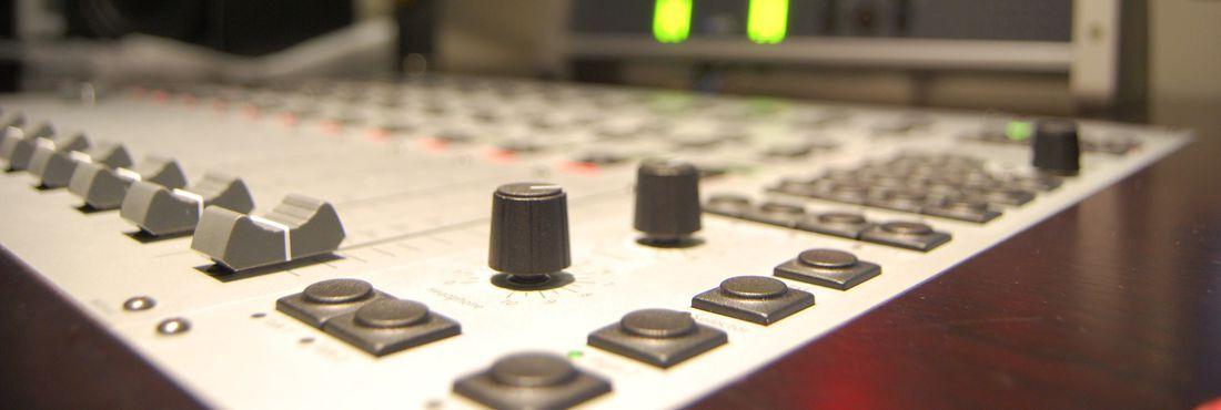Transmissão dos jogos no rádio é um clássico no futebol
