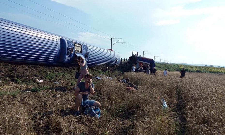 Trem sofreu acidente em Tekirdag, na Turquia, neste domingo (8)