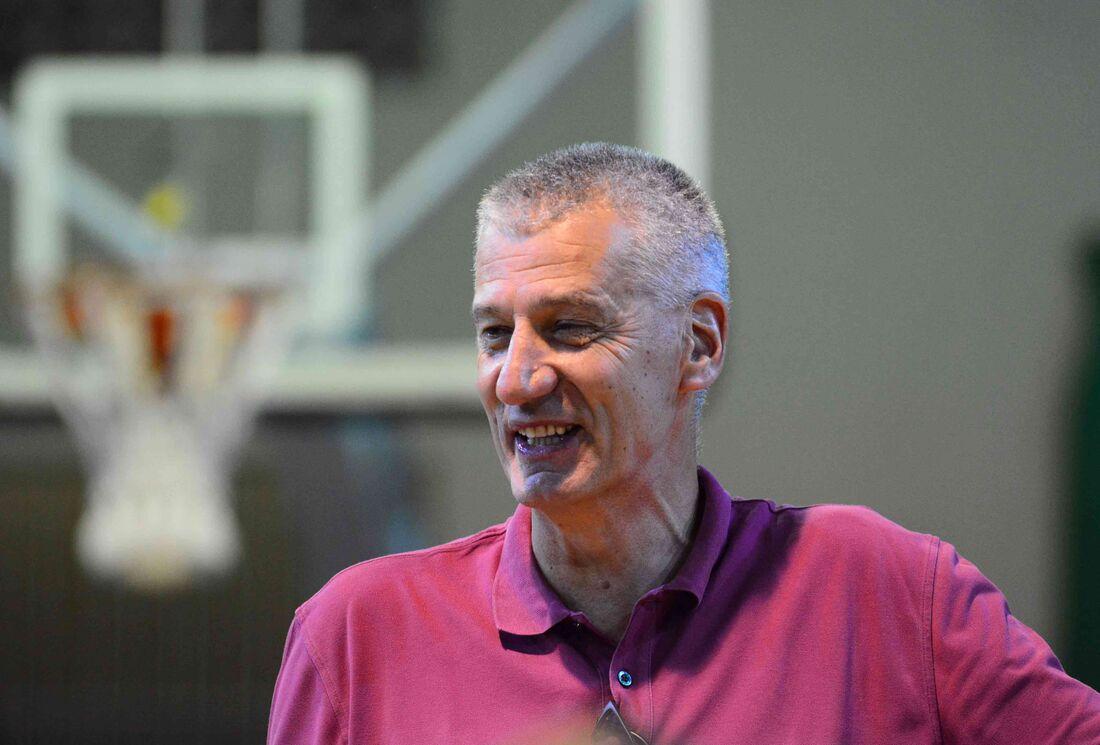 Petrovic, ex-técnico da Seleção Brasileira de Basquete